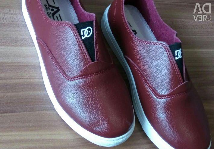 Yeni ayakkabılar. 36. DKZH