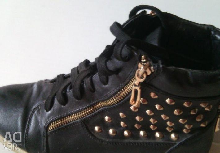 Ανδρικά παπούτσια με αιχμές
