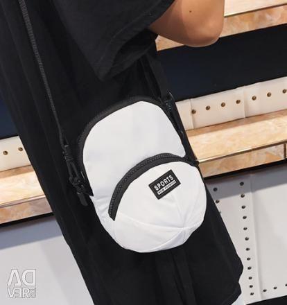 Миниатюрная сумка в виде кепки