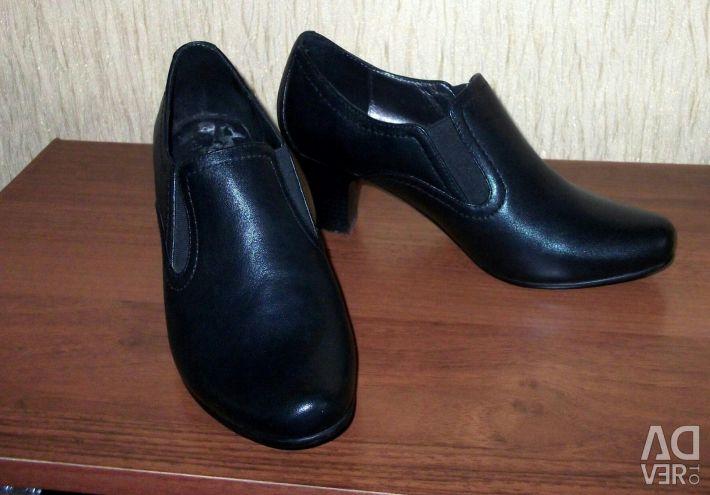 Pantofi noi p.35
