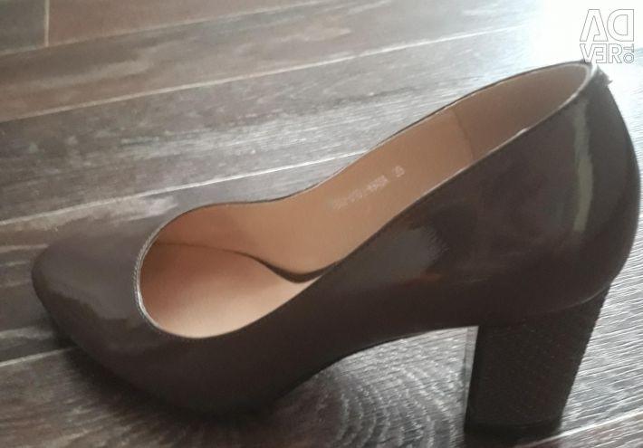 Шикарные новые туфли