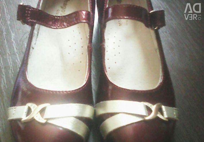 Παπούτσια για ένα κορίτσι 29 φορές. Νέα