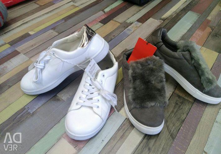 Spor ayakkabısı ve kürklü kayma Yeni!