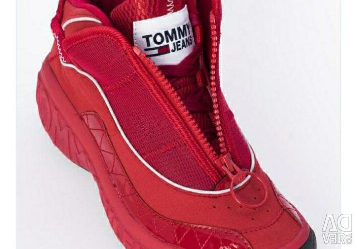 Tommy hilfiger adidași