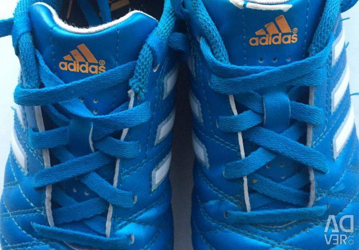 Mükemmel durumda, çocuk spor ayakkabısı