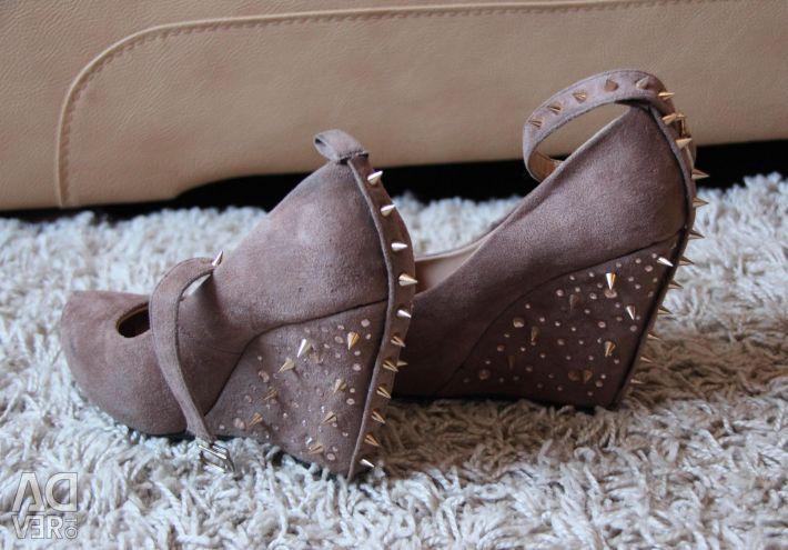 Κομψά παπούτσια πλατφόρμας