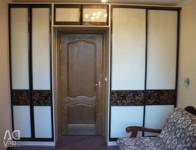 Sliding wardrobe around the doorway