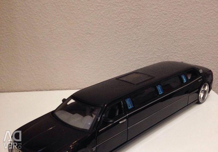 Модель автомобіля Chrysler 300c hemi 1:24