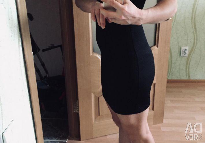 Yan fermuarlı siyah elbise. Mango.