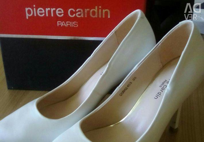 White shoes Pierre Cardin