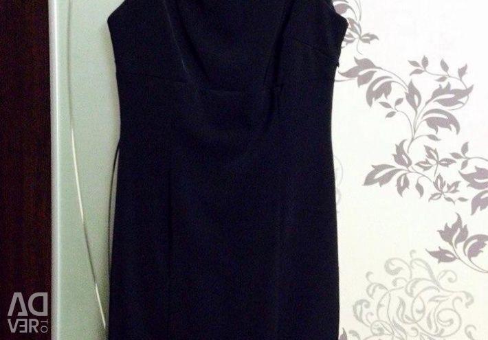 Φόρεμα στο πίσω μέρος με κεντήματα