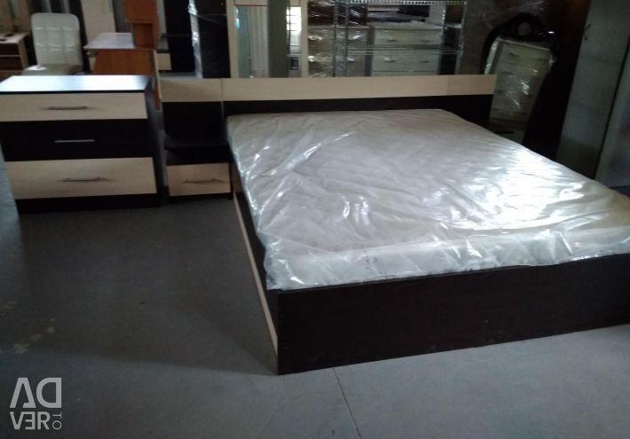 Κρεβάτι δύο ταπετσαρίες και τουαλέτα (σετ)