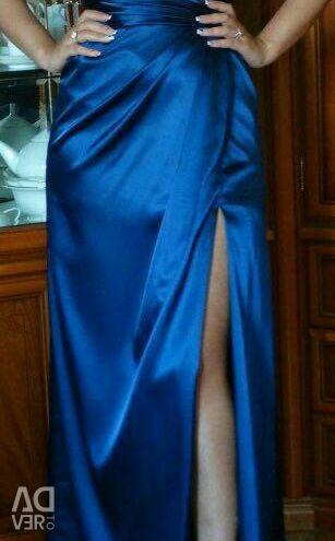 WONDERFUL EVENING DRESS.