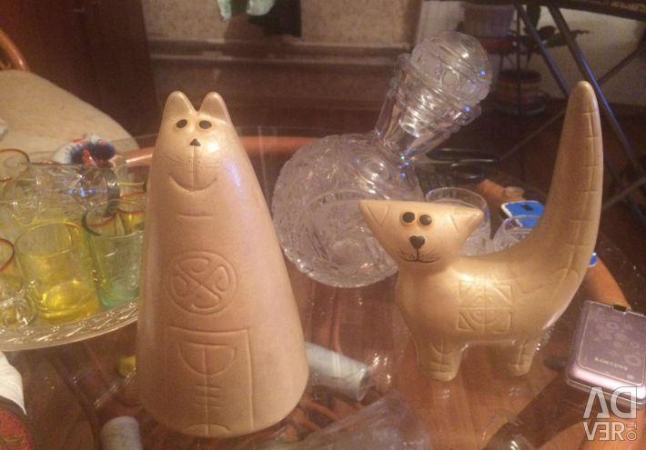Figurines pottery cats Cats