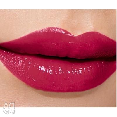 Lipstick and lip gloss.