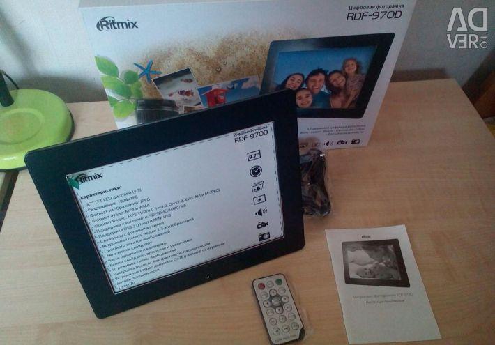 Digital photo frame (new)