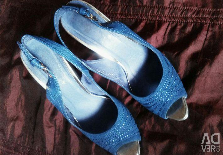 Beautiful, suede, comfortable sandals