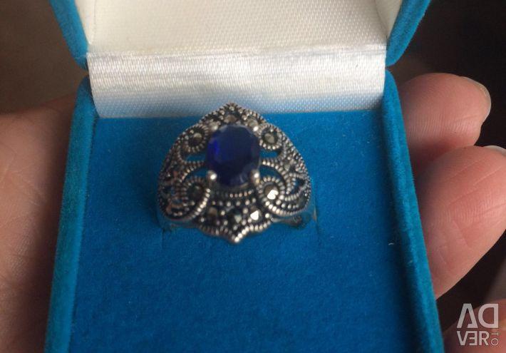Inel de argint cu picătură. Sapphire cultivat