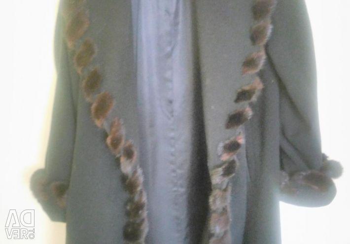 Cashmere coat with mink trim