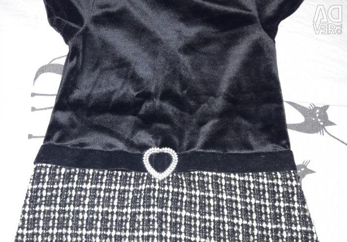 Bir pelerin ile elbise.