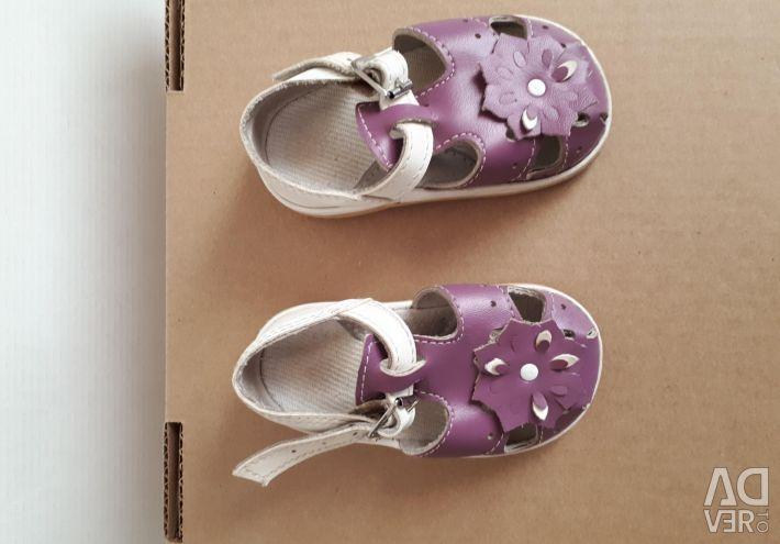 Sandale pentru fete, scăderea prețurilor
