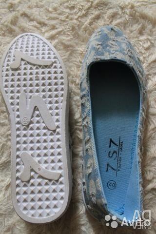 Gym shoes, slipona.