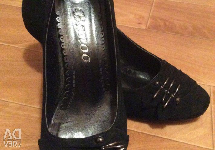 Νέα ιταλικά παπούτσια σουέτ