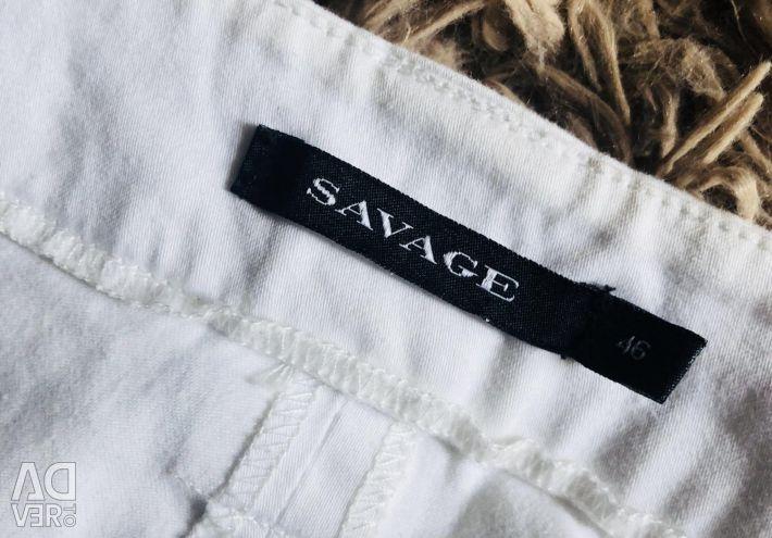 Pantaloni albi subțiri, fustă de fustă