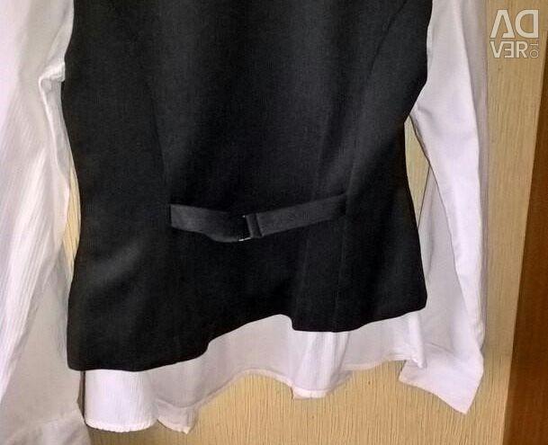 Uniformă școlară. Bluză și vestă folosită