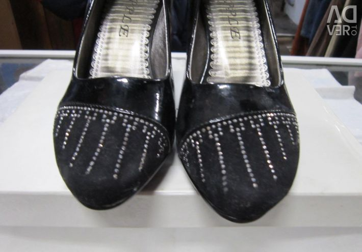 Women's shoes r-37 with rhinestones new