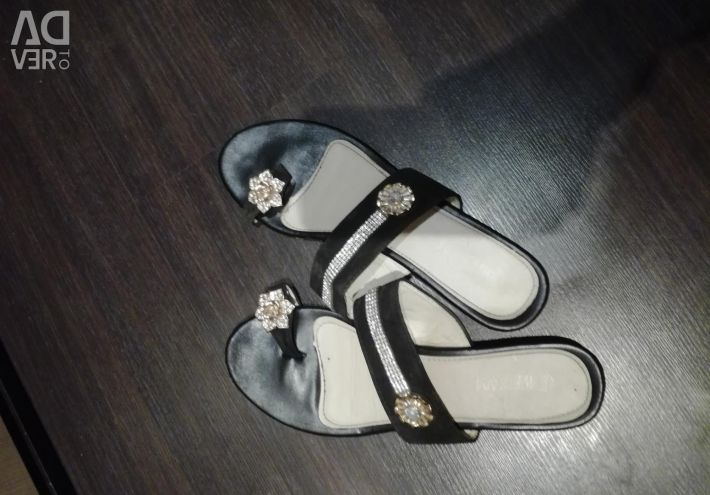 Sandale pe deget