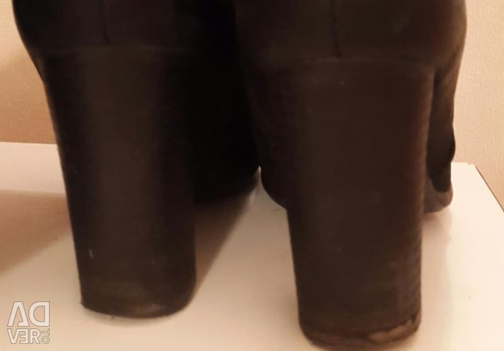 Selling natural winter boots