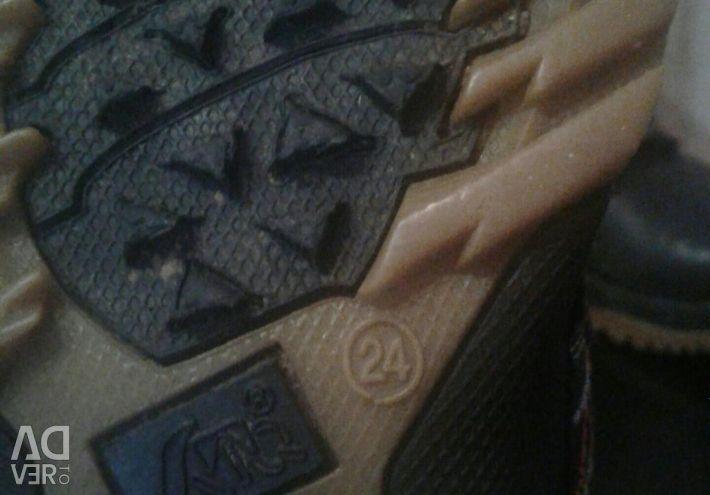 Velcro kışlık botlar.