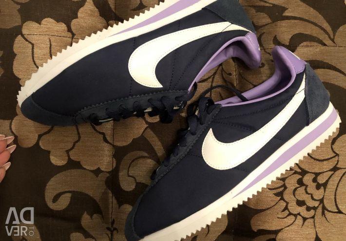 Adidașii Nike sunt noi frumoși