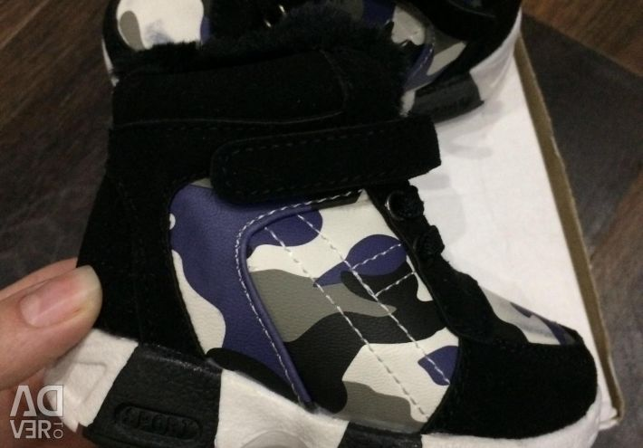 Теплые детские кроссовки