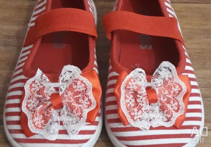 Shoes 22 p.
