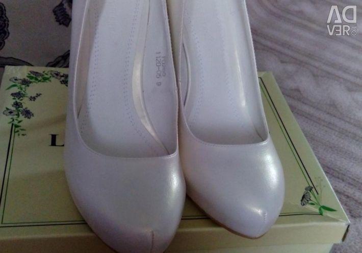 Ayakkabılar yenidir. R. 39