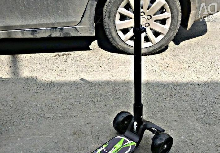 Adult three-wheeled scooter scooter Live