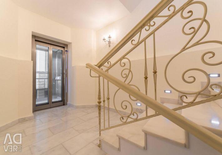 House, 390 m²