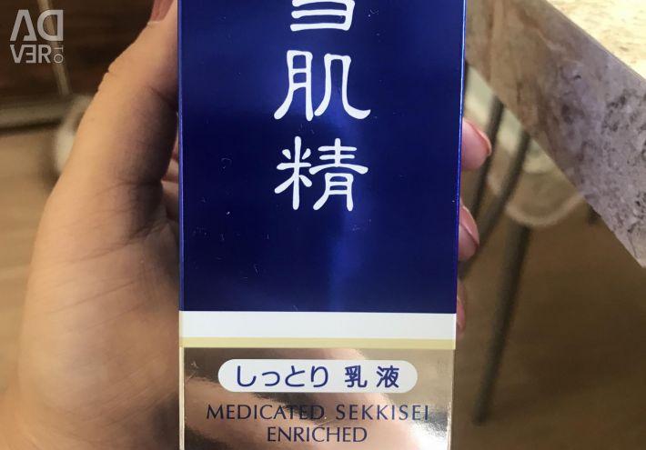 KOSE 'İlaçlı yüz sütü. Japonya