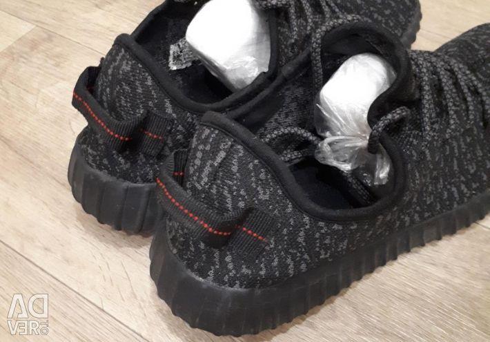 Кроссовки adidas р.42