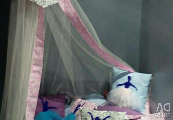 Наборы в кроватку 17 предметов новые