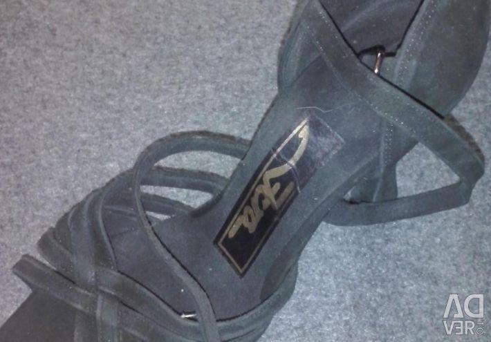 Latin dans ayakkabıları