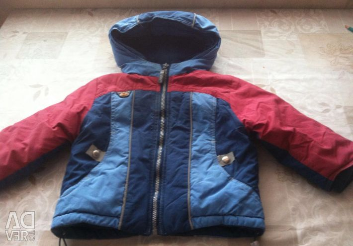 Vând jacheta încălzită pe băiat