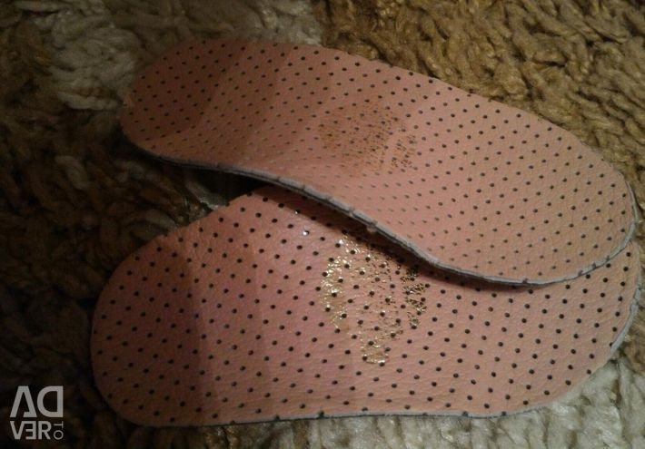 Orthopedic insoles, under a valgus foot.