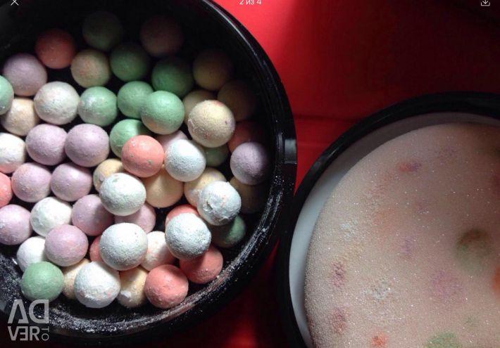 Powder highlighter in balls