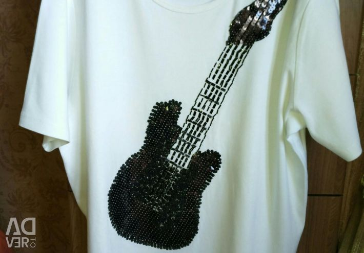 White t-shirt with a beaded guitar and sequins. BOO