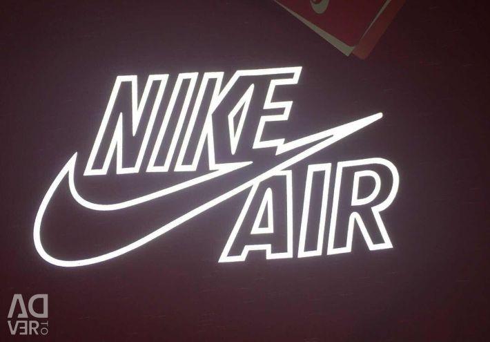 T-shirts Nike και puma, Διαφορετικά χρώματα, νέα