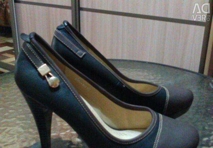 Pantofi noi, marca.38