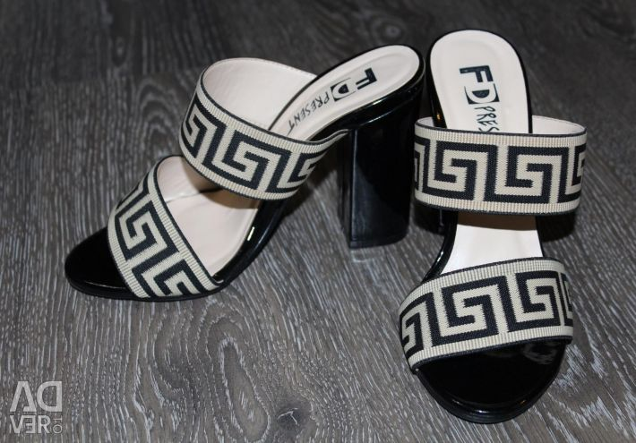 New F.Donni clogs, size 36